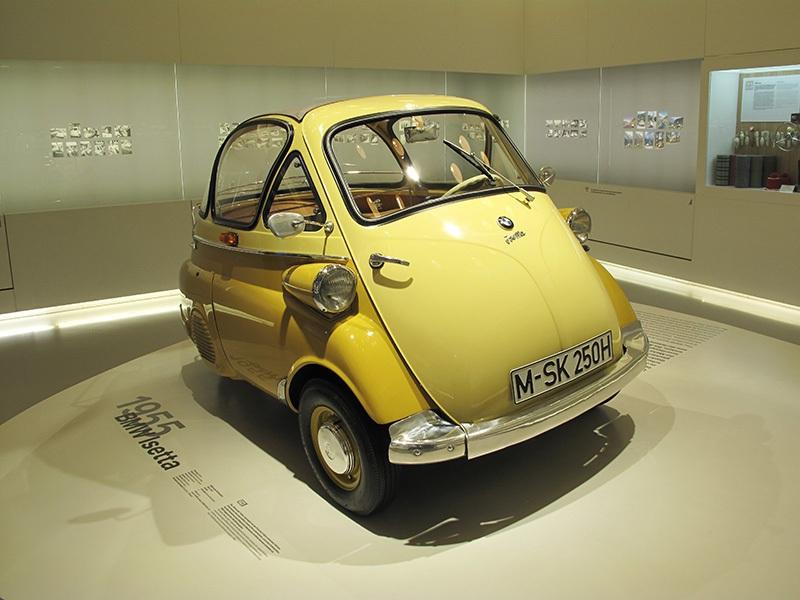 013-Im-BMW-Museum-Isetta