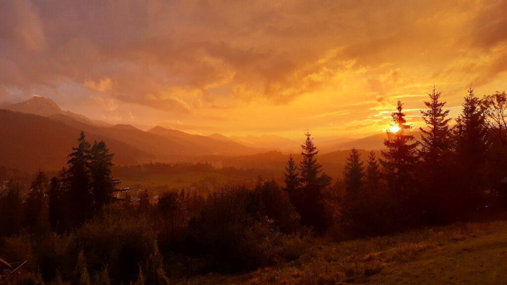 Blick von der Unterkunft in den Sonnenuntergang